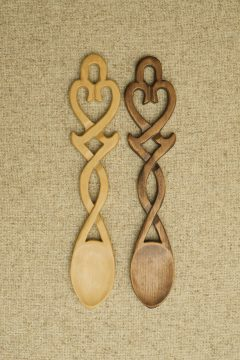 Spoon 24 - Open heart with intertwining stem