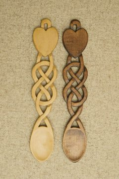 Spoon 38 - Solid heart with Celtic knotwork stem